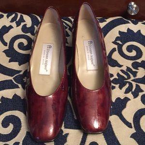 Designer Patent 100%  Leather shoes, NWOT, Size 6